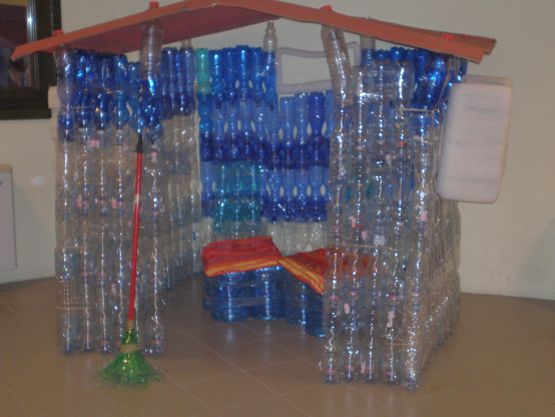 Aver a che fare con le bottiglie rubiacriarte - Casa plastica per bambini ...